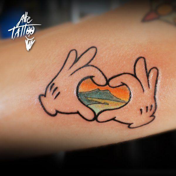 napoli-alletattoo-tatuaggi-guinness-world-record-disney-modena-topolino-vesuvio.jpg (600×600)