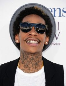 Last Wednesday, a woman made a complaint against Rap star, Wizz Khalifa, and she said that he smashed her car before he run away of the scene.    Wizz Khalifa, with his real name Cameron Jibril Thomaz is not the first time that he had troubles law this year. Last May, he was arrested in California after the police found Marijuana in his vehicle.