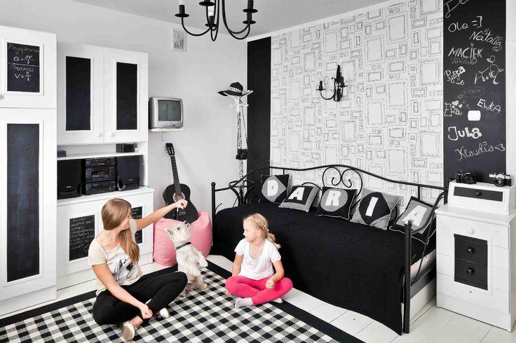 Obejrzyj inspiracje wnętrz na pokoje dla dzieci. Wybraliśmy pokoje dla dzieci, które są ładne, urządzone zgodnie ze sztuką, i nie są infantylne. Nasze inspiracje wnętrz pokoi dziecięcych udowadniają, że pokój dziecka nie musi być różowy czy błękitny. Są inne kolory idealne do pokoi dziecięcych.