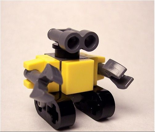 Lego custom minifig scale wallE So simple and inventive!