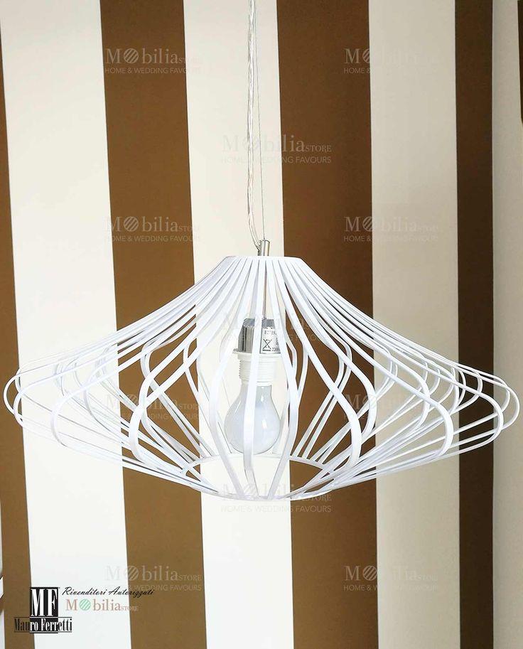 Lampadario Moderno Soffitto  in sospensione, con struttura in metallo bianco e paralume in tessuto. Scopri le eccezionali e nuove promozioni su MobiliaStore