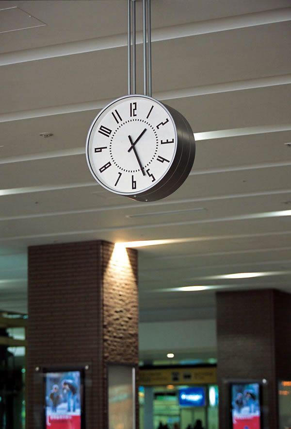 JR Tower Concourse Clock  |  Takenobu Igarashi