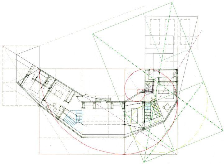 A espiral de Fibonacci está presente em vários elementos da natureza, inclusive nesta casa no meio das montanhas
