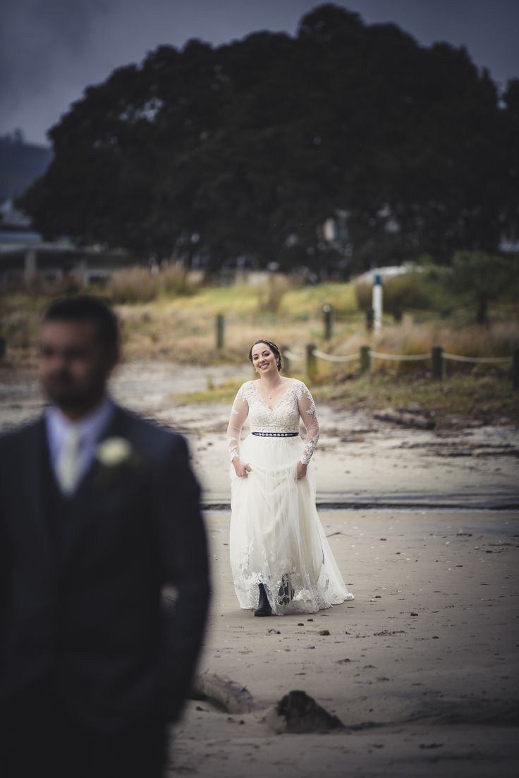 first-look-wedding-photos-eva-bradley