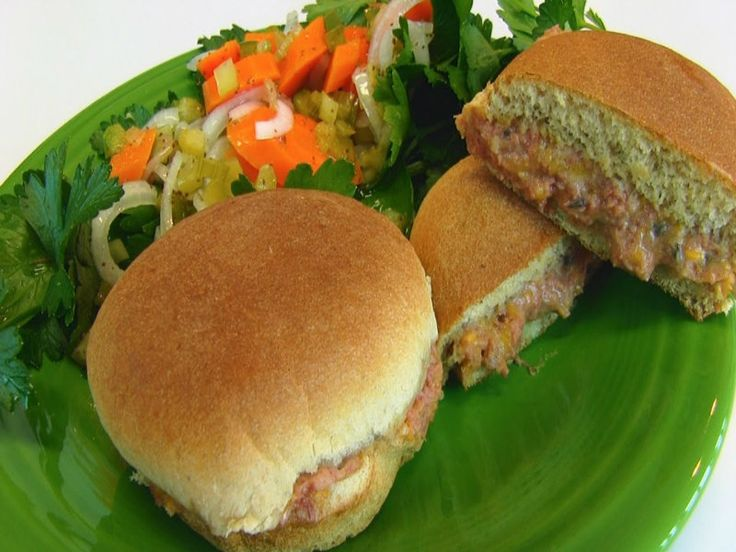 Betty demonstrates how to make Oven Baked Corned Beef Sandwiches. These sandwiches are quick and easy to make and are very inexpensive. GETTING READY 1....