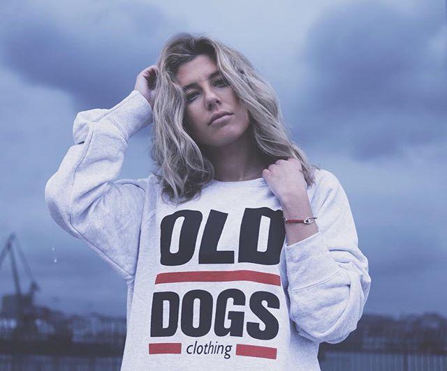 o v e r s i z e d  www.olddogs.es  . @camilanovoa  @_roberto_mosquera_  #olddogs #streetwear #fashion #hypebeast #sweater #coruña #galicia #homies #dogtown #rap #skate #surf #hiphop #girl