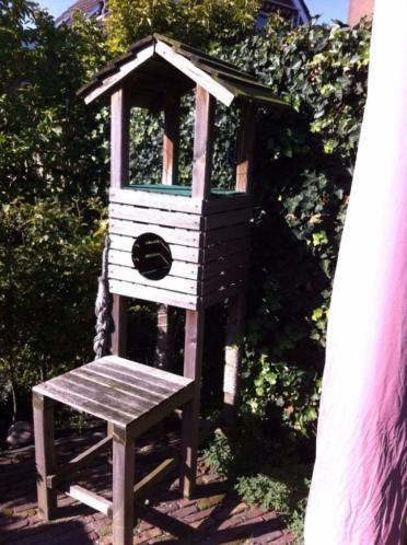Grote houten krabpaal voor buiten. Stevig en zware krabpaal geschikt voor grote katten. Afmetingen 214 cm hoog, 1 m diep en 50 cm breed.