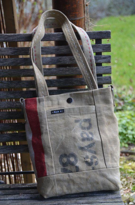 Hippe stoere handgemaakte schoudertas van originele door VinMarRock, €80.00