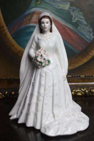 Figurka porcelanowa sygnowana Warszawa - image 1