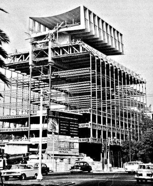 Edificio de la Seguros Monterrey durante la construcción, Av. Presidente Masaryk 8, Polanco, México DF 1962    Arqs. Enrique de la Mora, Alberto González Pozo y Leonardo Zeevaert -    Seguros Monterrey building under construction, Polanco, Mexico City 1962