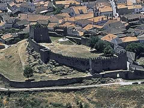 Замок Транкозу – #Португалия (#PT) Средневековый замок Транкозу - важнейший туристический объект в регионе.  ↳ http://ru.esosedi.org/PT/places/1000458129/zamok_trankozu/