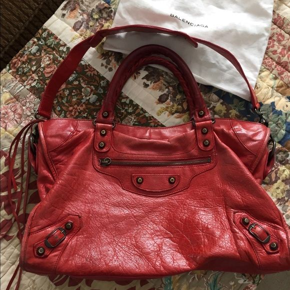 Balenciaga City Bag *authentic Beautiful Balenciaga leather shoulder bag! Is missing tassel on front zipper and I don't have the dust bag anymore. This purse has been well loved and it shows! Wears seen in photo on handles and some wear along the edges. The bottom is in great condition. Super soft leather! Selling at a lower price because of the obvious signs of being overly loved :) paid close to 2,000 after tax. offers via button only please ❣ Balenciaga Bags Shoulder Bags