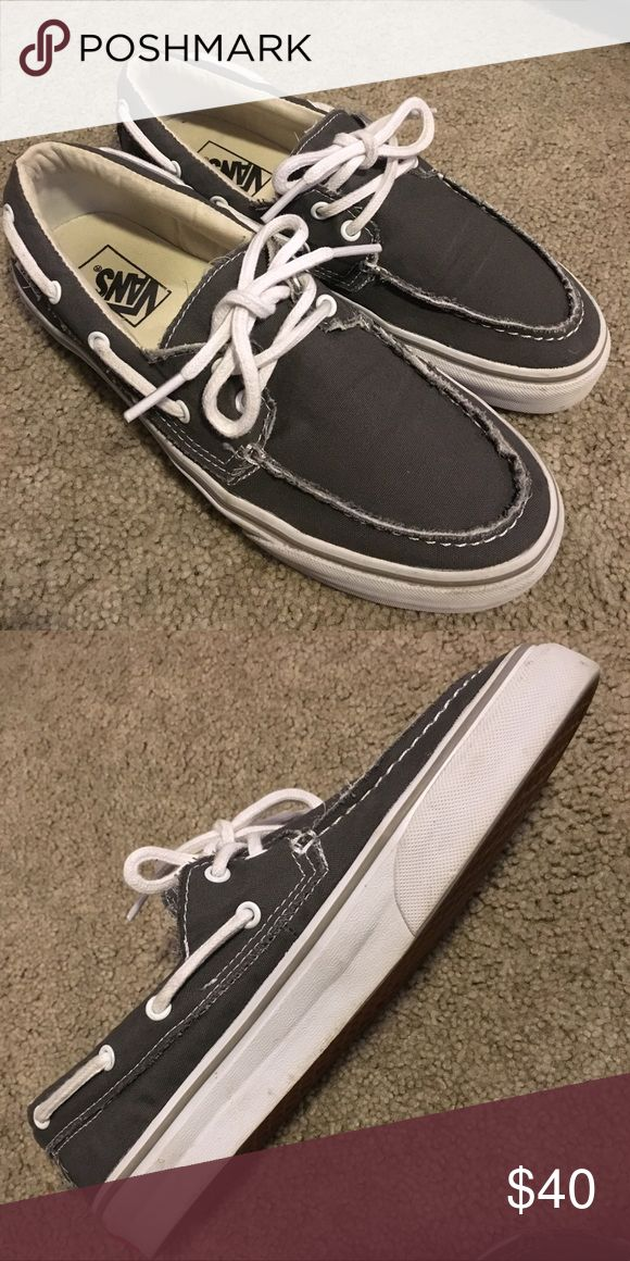 Vans Zapato Del Barco Classics This shoe is not even produced by Vans anymore! They are in pristine condition and are great for the beach or everyday wear. Vans Shoes Boat Shoes