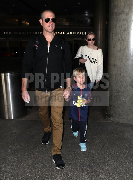 Jim Toth Tennessee James Toth and Ava Elizabeth Phillippe Sighted at LAX Airport in Los Angeles on November 27 2017