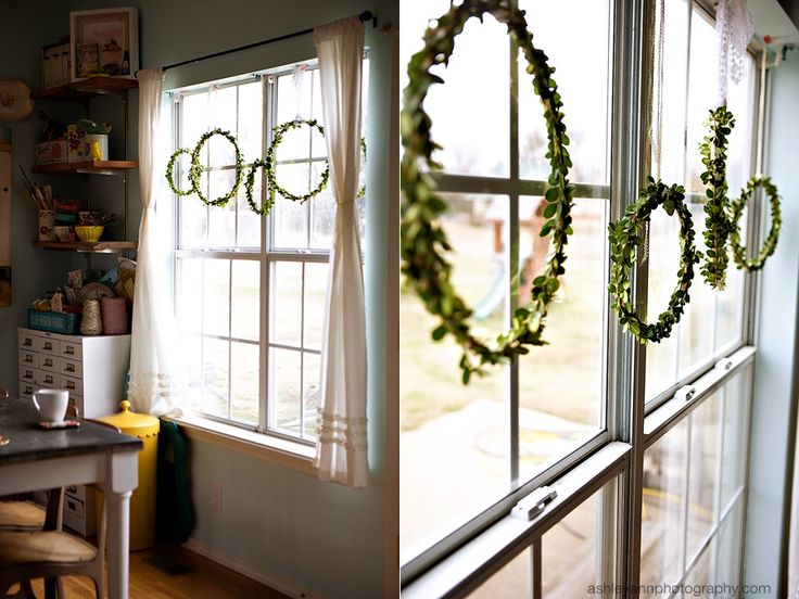 Simple DIY boxwood wreaths. <3