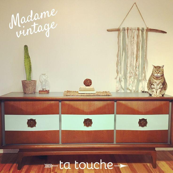 Chat sur commode vintage relookée par ta touche - relooking de meubles (atelier situé à Chambly)