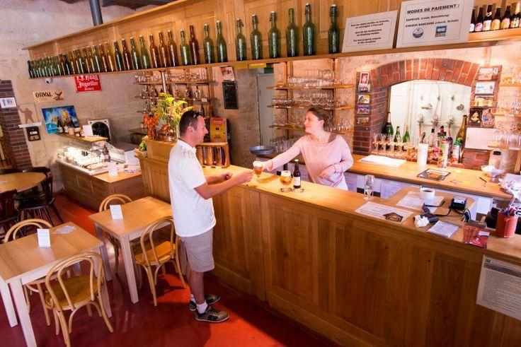 Taverne du Musée Européen de la bière de #Stenay Votre visite du #Musée se termine à la Taverne, lieu de #Dégustation et de vente de produits du terroir avec un large choix de 70 bières artisanales et industrielles de fermentation haute, basse et spontanée. À consommer sur place, ou à emporter selon les envies. Crédit photo : CDT Meuse/Guillaume RAMON L'abus #Alcool est dangereux pour la santé.