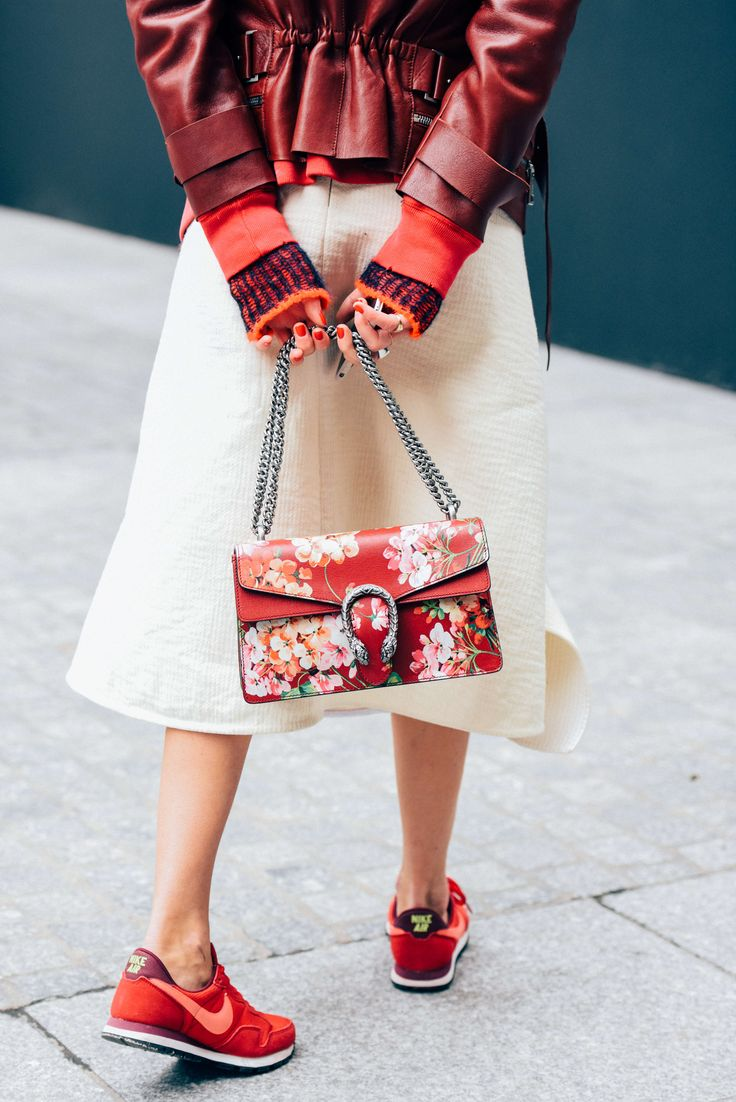 Street style Nike trainers, Gucci Bag