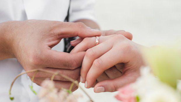 Diana (63) overlijdt drie kwartier na huwelijk in ziekenhuisbed