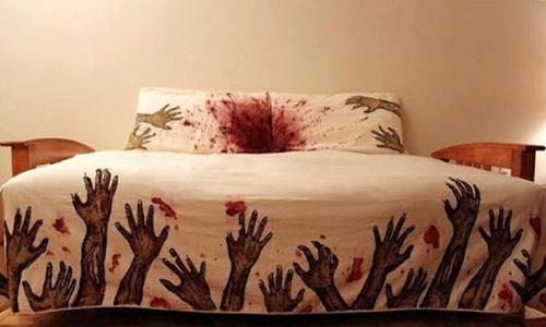 Zombie attack bedding :-)Guestroom, Guest Room, Zombies Beds, Guest Bedrooms, Walks Dead, Zombies Apocalyps, Sweets Dreams, Beds Sheet, Beds Sets