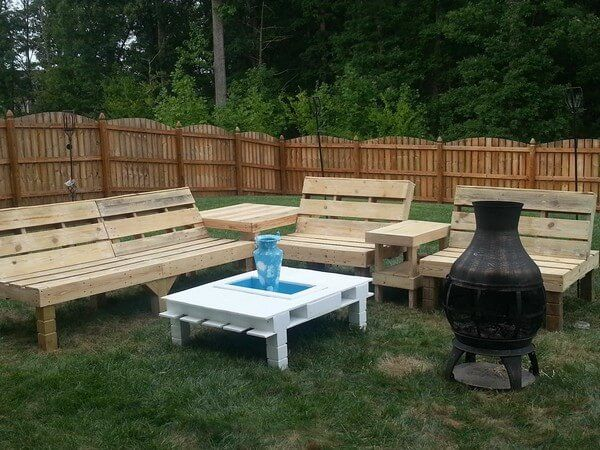 It would always be better to improve the pallets for awesome Shipping pallet garden seating set rather than to destine them to ash plenty and disposal reasons. Also use the remarkable furniture set at veranda, pool side and at living room to have some wonderful time with your family and friends.