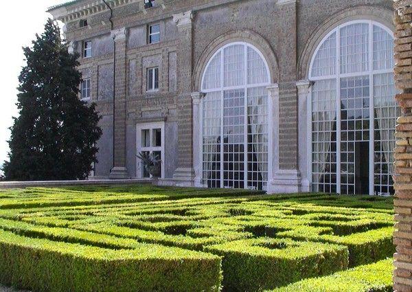 Villa madama garden on the terrace level of the loggia for Garden loggia designs