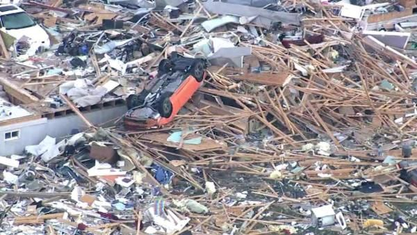 Washington IL: Washington Illinois tornado damage chopper photos after Midwest tornadoes  11-17-13