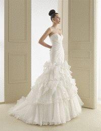 Reprezinta o colectie a brandului Rosa Clara. Aceasta este cu siguranta una dintre cele mai elegante colectii de nunta. Designul de lux nu lasa indifferent pe cei ce apreciaza frumosul si o mare varietate de stiluri va permite sa alegeti rochii pentru toate gusturile, pentru fiecare mireasa se poate gasi rochia visurilor.