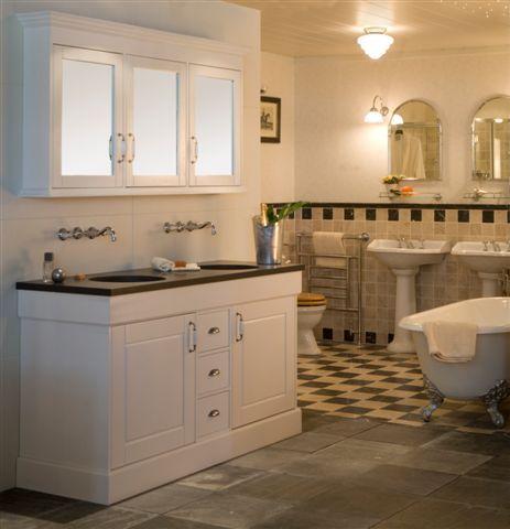 Van der Kolk Tegels en Badkamer Nieuwleusen, Zwolle, klassieke badkamers, nostalgische badkamers, heritage, landelijke badkamers, klassiek badkamermeubel, nostalgisch badmeubel, landelijke badmeubel, bad op pootjes, vrijstaand bad, designkranen, designradiator, vrijstaande baden | Axi Sanitair