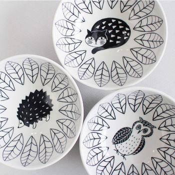 イラストレーター松尾ミユキさんデザインの、お茶碗サイズのボウルです。可愛いものが好きな女性へのプレゼントにぴったり。 1,000円(税抜)