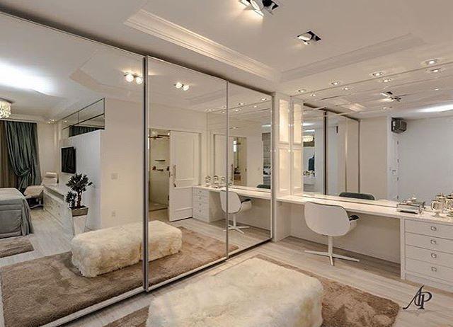 Mais do que um closet, uma sala de vestir. Isto sem falar da bancada para a maquiagem. Amei❣@pontodecor Projeto @adrianapivaarq Snap: hi.homeidea www.bloghomeidea.com.br #bloghomeidea #olioliteam #arquitetura #ambiente #archdecor #archdesign #cozinha #kitchen #arquiteturadeinteriores #home #homedecor #pontodecor #lovedecor #homedesign #instadecor #interiordesign #designdecor #decordesign #decoracao #decoration #love #instagood #decoracaodeinteriores #lovedecor #architecture #archlovers...