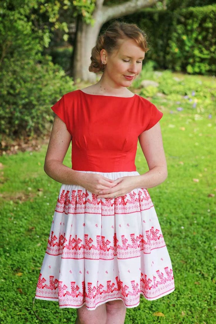 Sewing - The Stepford Wife does Christmas Dress {via Jennifer Lauren Vintage}