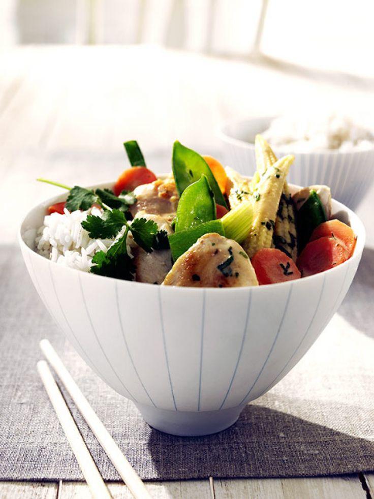 Rezept für Kokoshuhn mit Gemüse und Chili bei Essen und Trinken. Ein Rezept für 4 Personen. Und weitere Rezepte in den Kategorien Geflügel, Gemüse, Kräuter, Hauptspeise, Braten, Kochen, Asiatisch, Kalorienarm / leicht, Schnell.