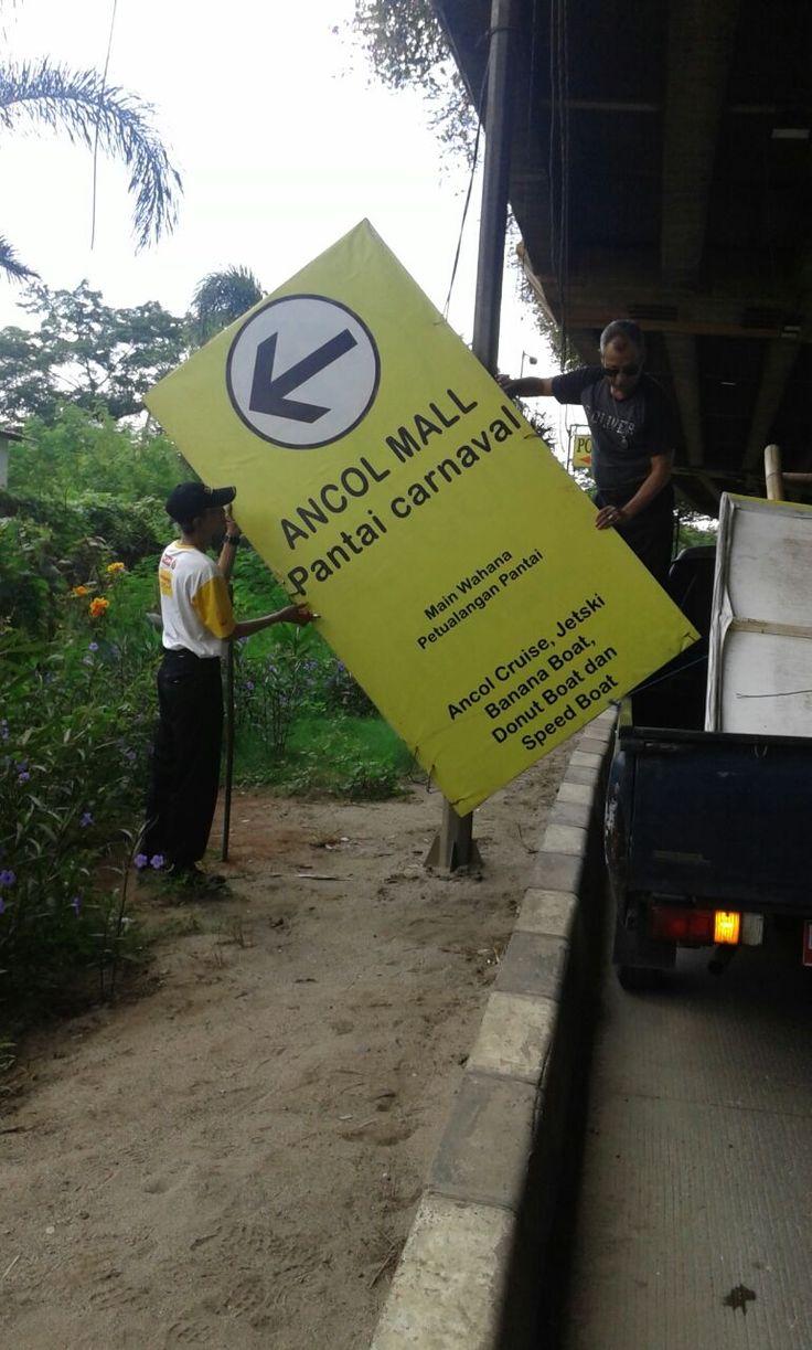Penertiban Reklame di Kelurahan Ancol