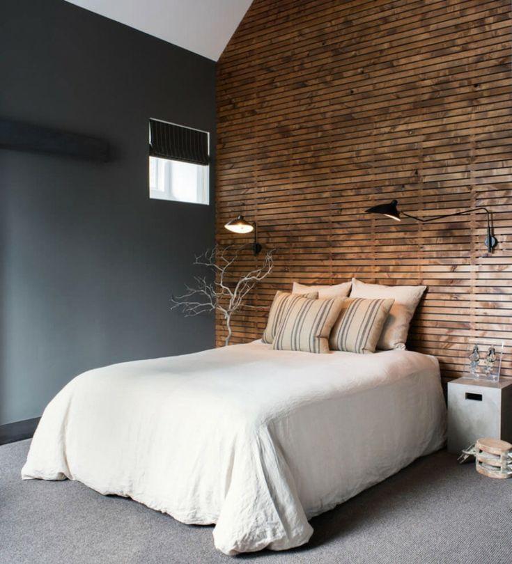 lmparas negras de pared en el dormitorio moderno