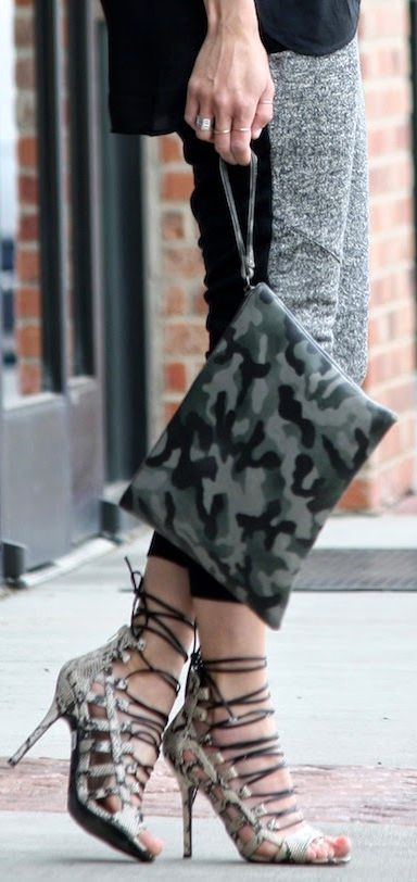 Front Row Shop Olive Camo Flat Pouch