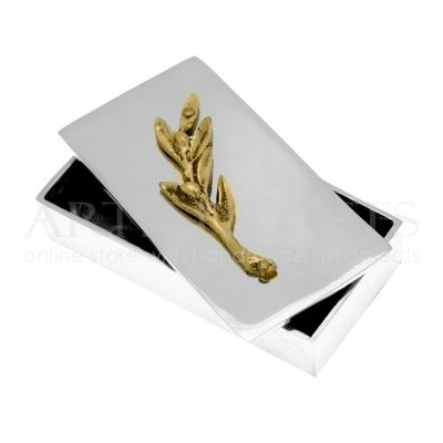 Μεταλλικό Κουτί με Διακοσμητικό Κλαδί Ελιάς. Αποκτήστε το online πατώντας στον παρακάτω σύνδεσμο http://www.artistegifts.com/metalliko-kouti-diakosmitiko-kladi-elias.html