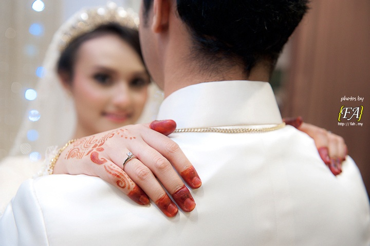 // henna shot with groom.