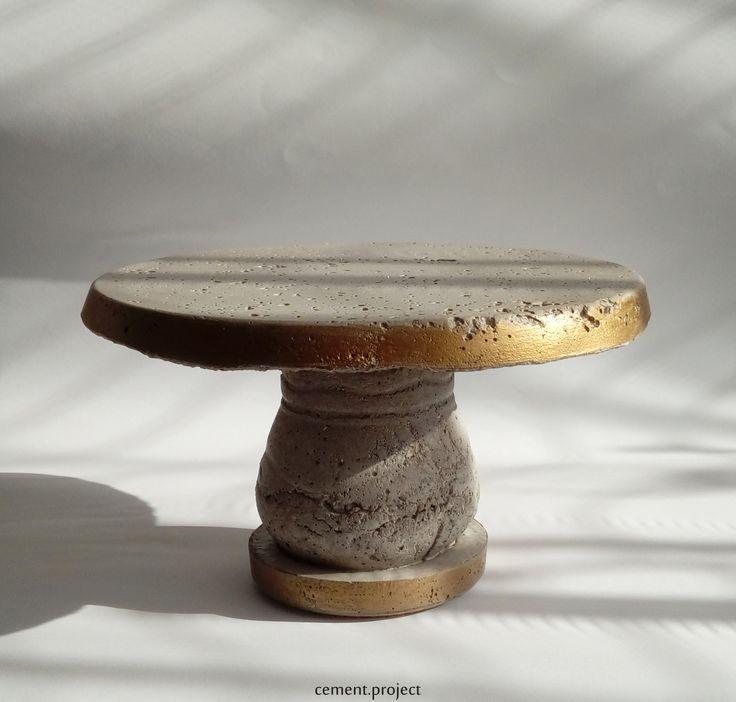 Szürke-arany beton tortatál