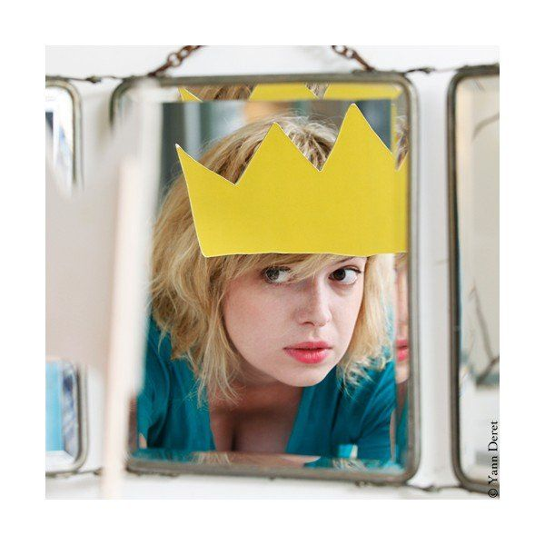 crown on the mirror...inspiring:)