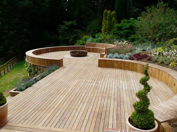 Curves and terraced. Spotted the trellis on the side of the bottom level that encourages planting                                                                                                                                                     More