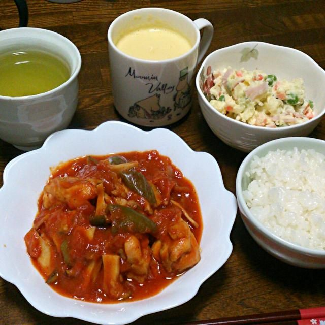 カゴメ基本のトマトソースを使って作りました。 簡単で美味しい~❤ - 39件のもぐもぐ - 鶏肉のトマト煮&ポテトサラダ&コーンスープ by sakachinmama