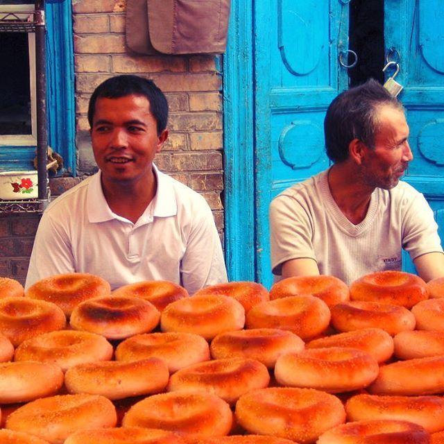 「past photos of my journey!!」 The Bakery/Uygur_China  中国は最西部、新疆ウイグル自治区のカシュガルから。中国にして中国ではなかった。ベーグルはそんなうまくなかった笑  #ウイグル自治区 #uygur #ウイグル #カシュガル #kashgar #tbt #tb #throwback #travel #trip #instatrip #instatravel #instatraveling #travelgram #tourist #backpacking #旅行 #旅 #海外 #旅人 #バックパッカー #オカザキッチン #東京オカザキッチン