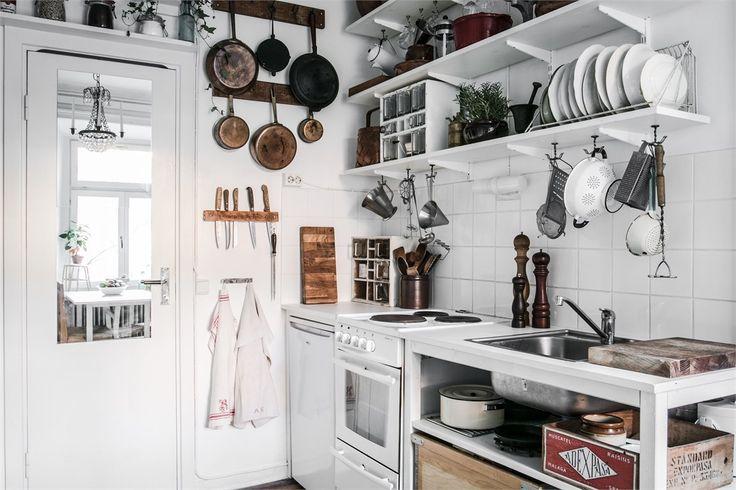 Cozy studio apartment Follow Gravity Home: Blog - Instagram - Pinterest - Facebook - Shop