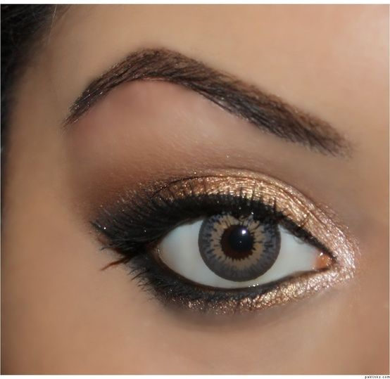 """I used Sin on the inner corner of the eye, Half Baked on the inner half of the lid, right next to that I used Smog then Dark Horse. Then I added Creep to the outer V and blended the crease with Buck. The eye liner I used was Loreal Telescopic liquid liner, and Lancome's black eyeliner pencil on the waterline""    Naked Palette eyes."