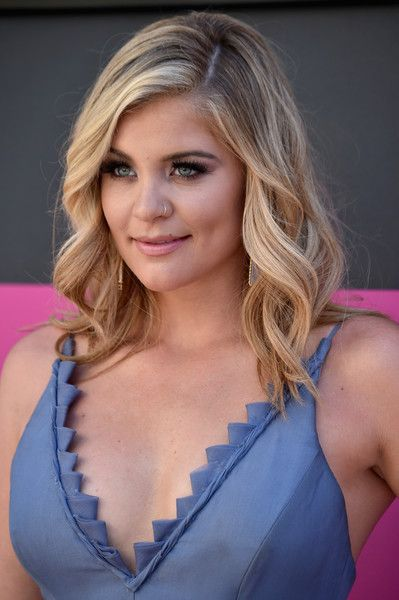 Lauren Alaina Medium Wavy Cut - Lauren Alaina oozed sweetness with her perfectly styled waves at the 2017 ACM Awards.