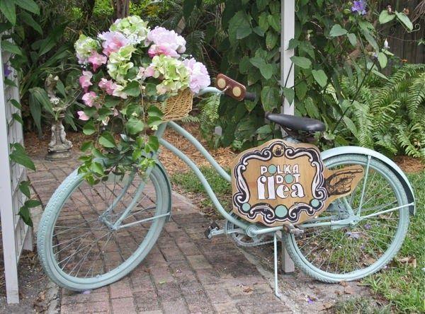 The Polka Dot Closet: Painting A Vintage Bike