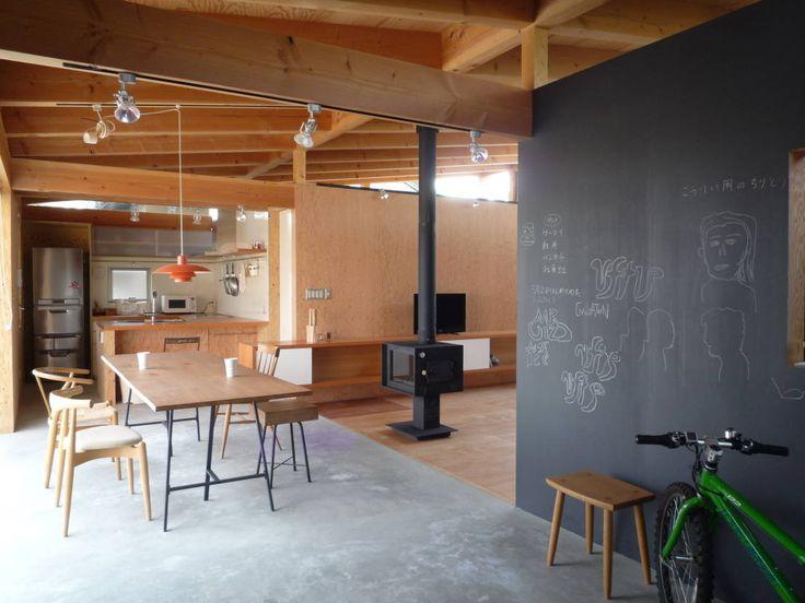 KAZ建築研究室 の オリジナルな ダイニング 土間のダイニング|mat house