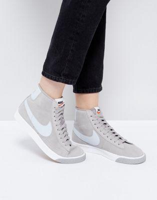 Zapatillas de deporte abotinadas de ante gris estilo vintage Blazer de Nike