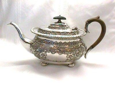 Antiques & Collectibles -- TEA POT Silver Plate
